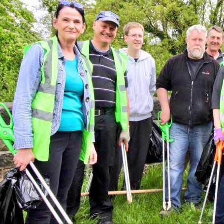Friends of Hemingfield Colliery volunteers amongst the Elsecar canal Blitz Litter picking crew (Photo Credits: John Tanner)